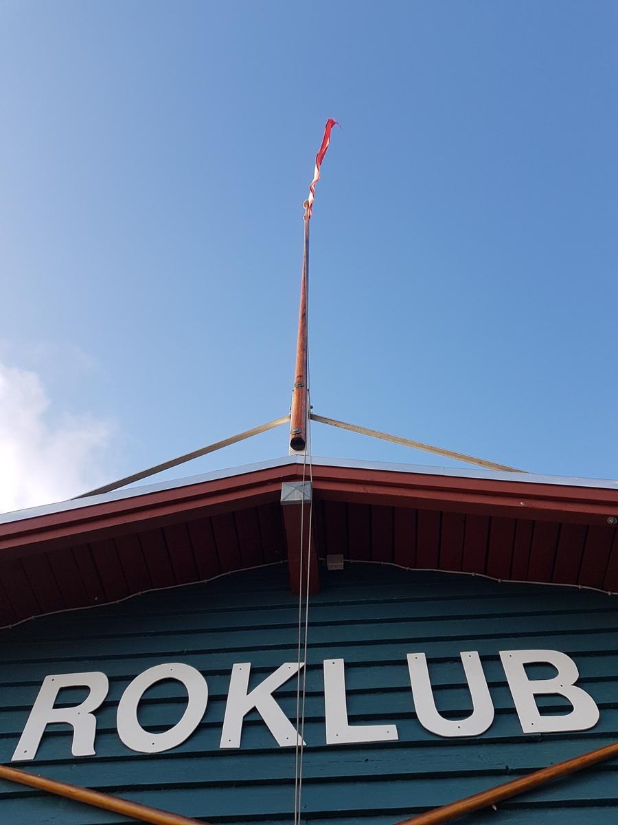 Der var ikke meget vind, men flaget ER deroppe endnu